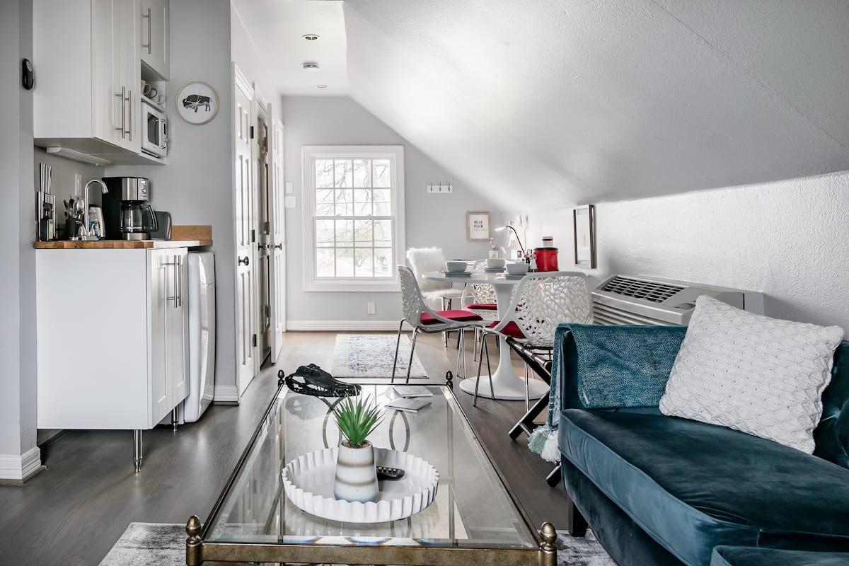 Sunny Dallas Artist Loft Airbnb