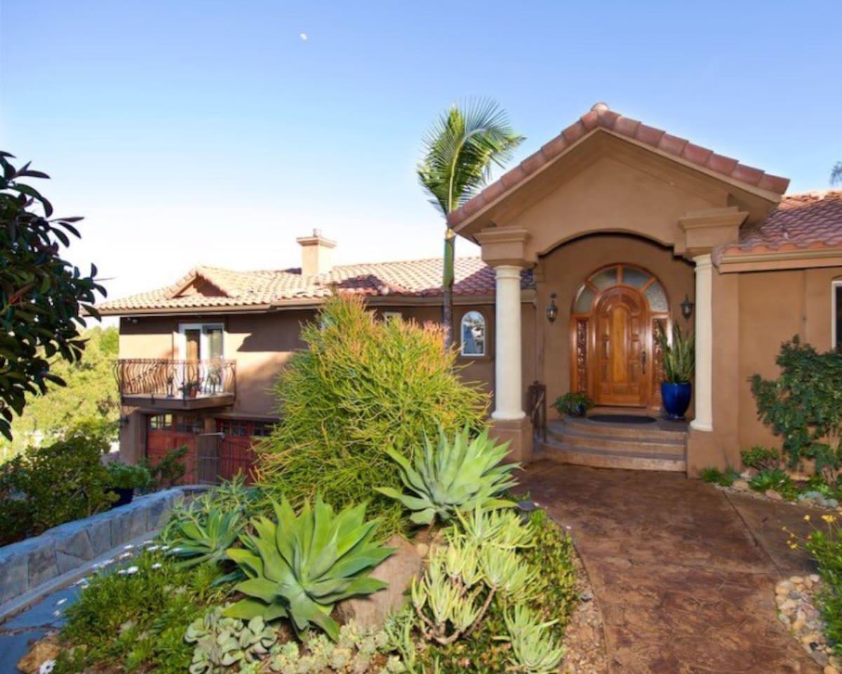 Tropical Golf Getaway - Best Airbnb in San Diego