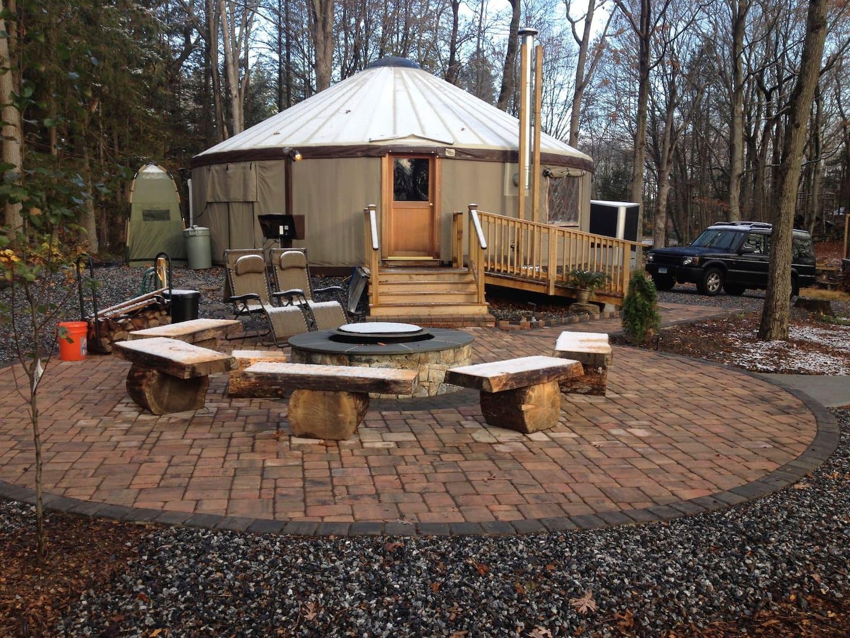 Woodbridge Yurt - Glamping in New England