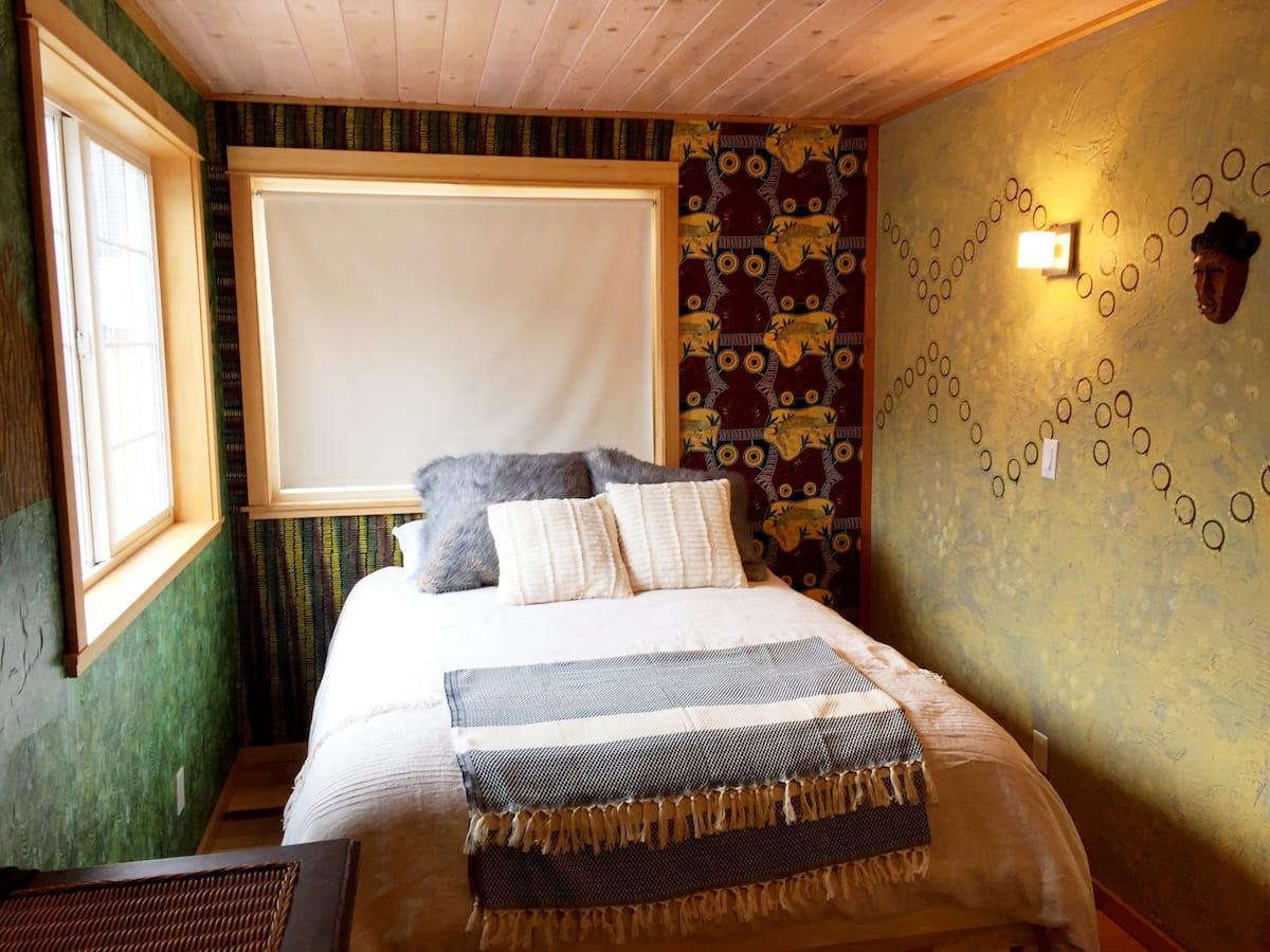 Yachatian Safari Airbnb Oregon Coast