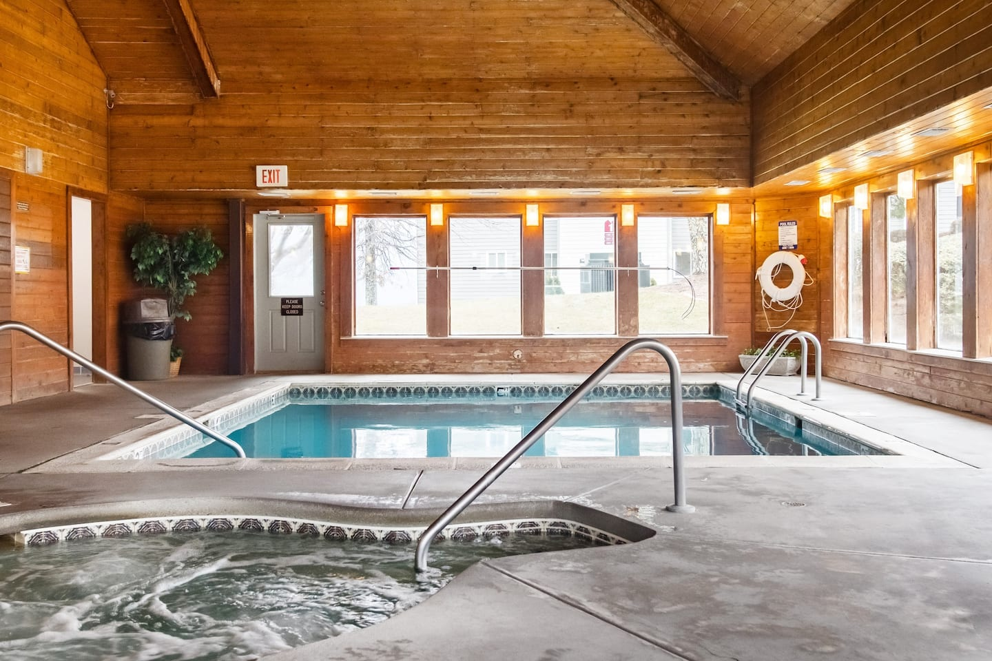 airbnb gatlinburg tennessee with jacuzzi