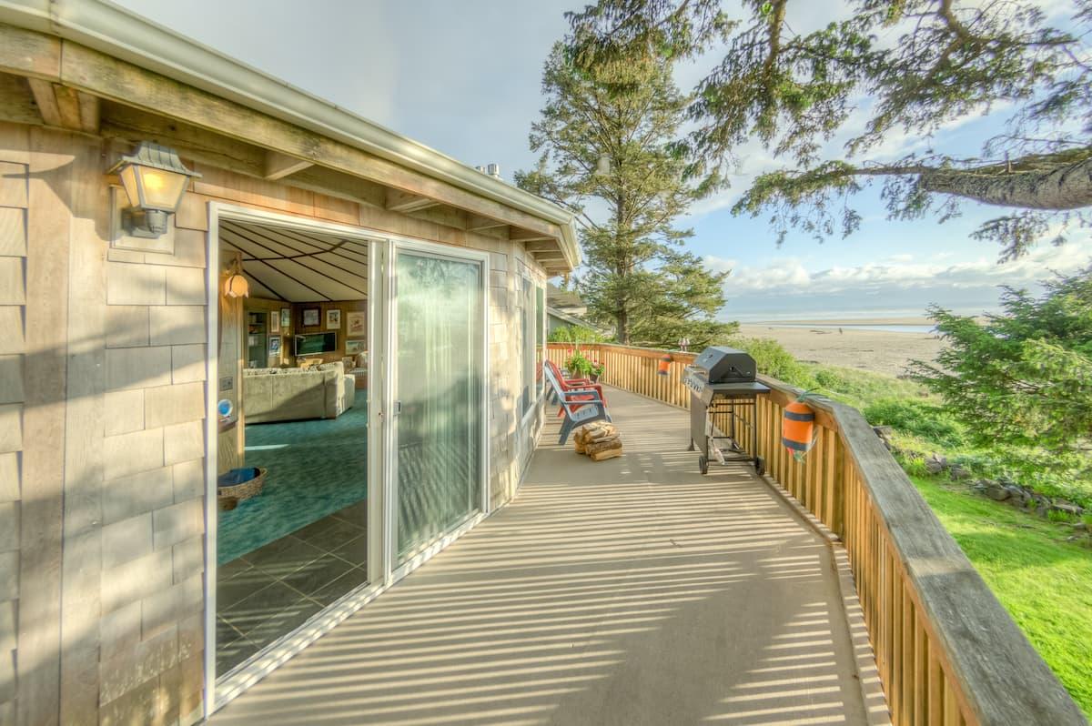 beachfront oregon coast airbnb Castle