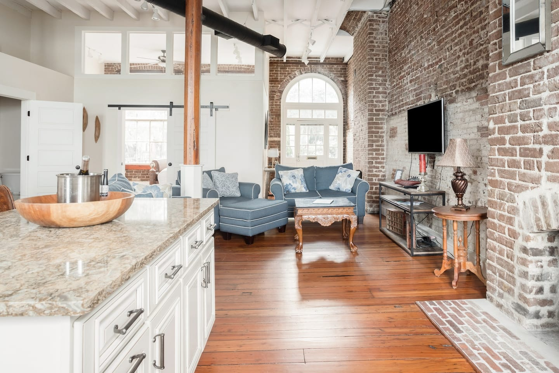 airbnb in savannah living room