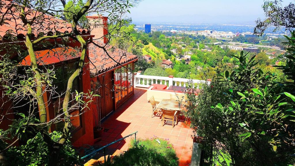 los angeles hollywood hills filmmaker villa