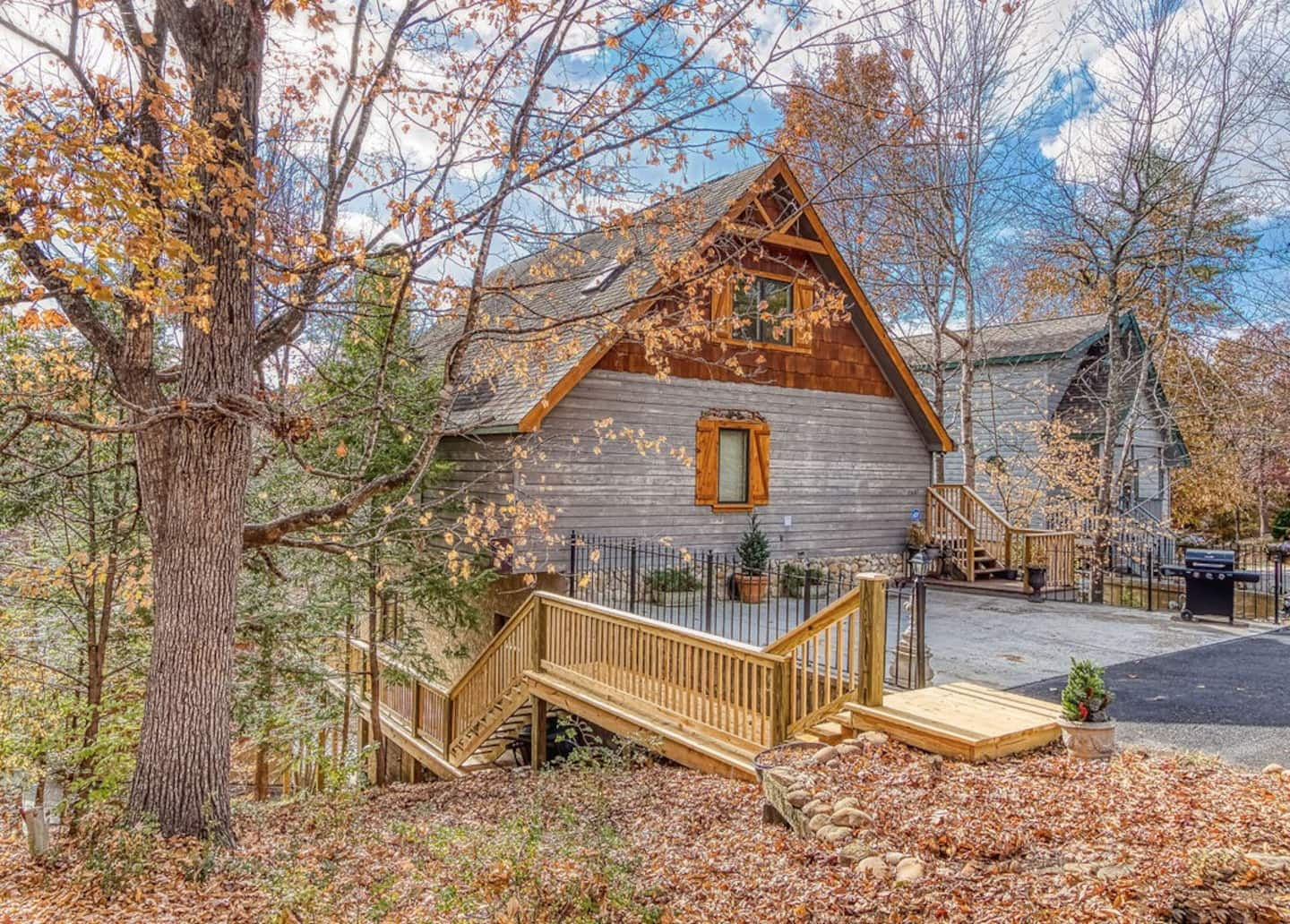 Bear Bottoms - Airbnb in Pigeon Forge TN