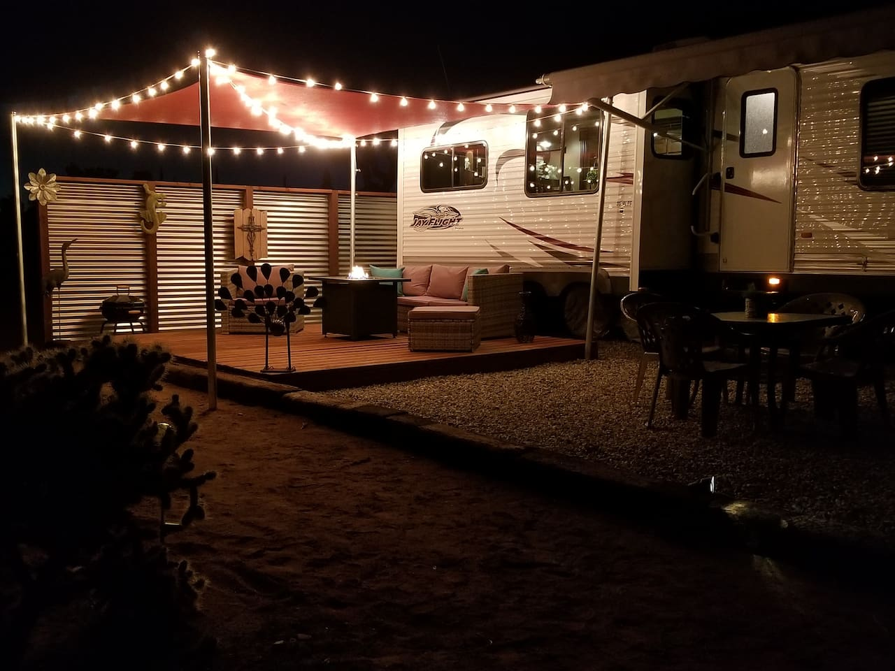 Cheap RV Glamping Joshua Tree