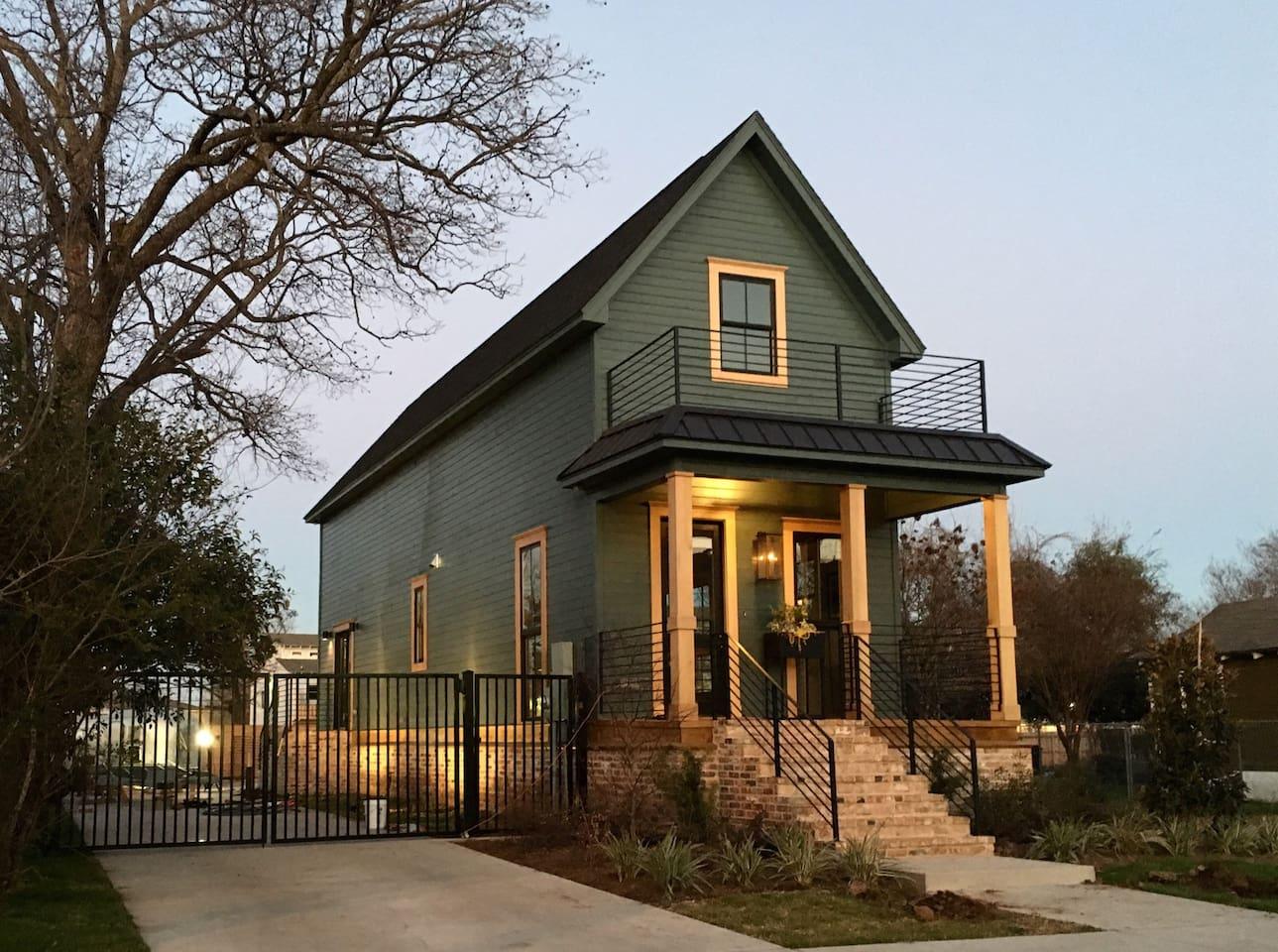 Shotgun House - Waco Airbnb