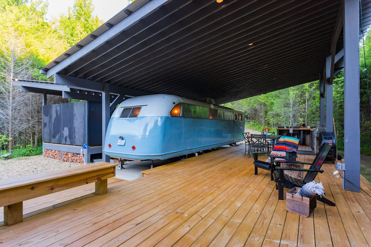Spartan Royal Mansion - Unique Tennesee Glamping