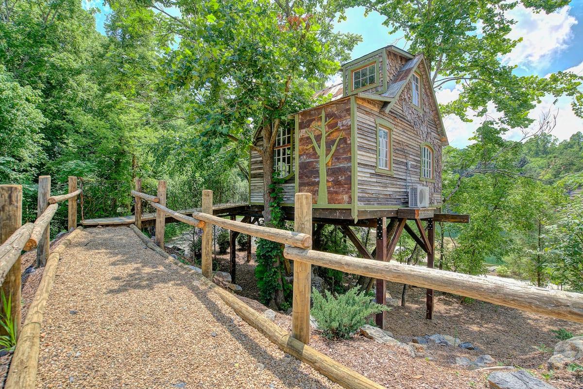 The Bostonian - Treehouse Glamping TN