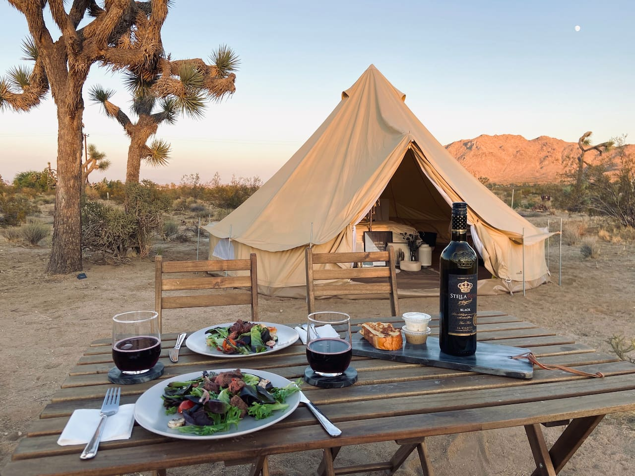 The Moon - Glamping in Joshua Tree National park