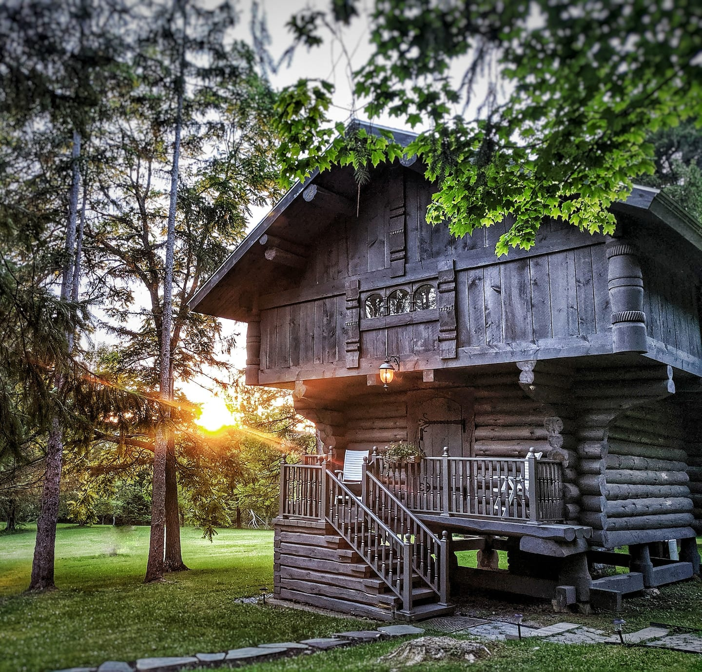 Unique Scandinavian Cabin Treehouse at Solvang Inn