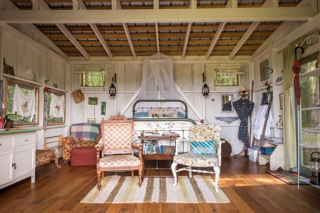 glamping cottage tennesee cowgirl cabin