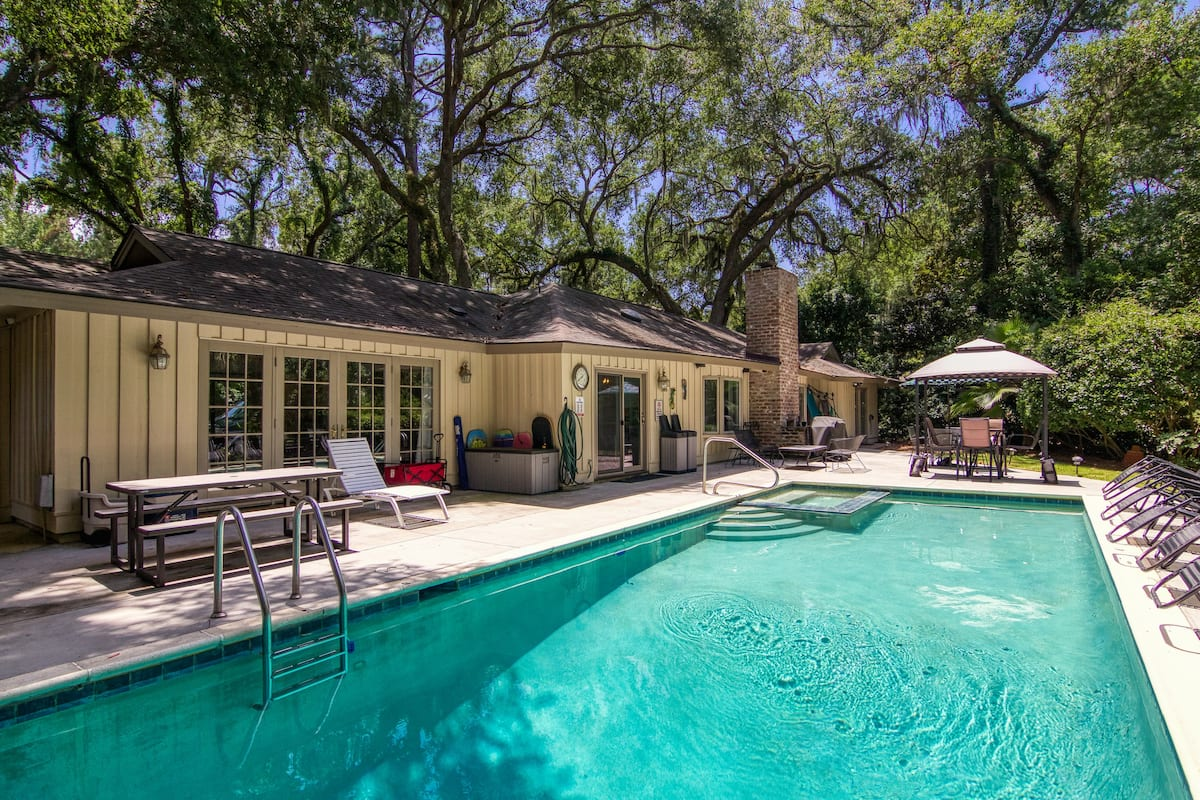 Airbnb Hilton Head with Pool