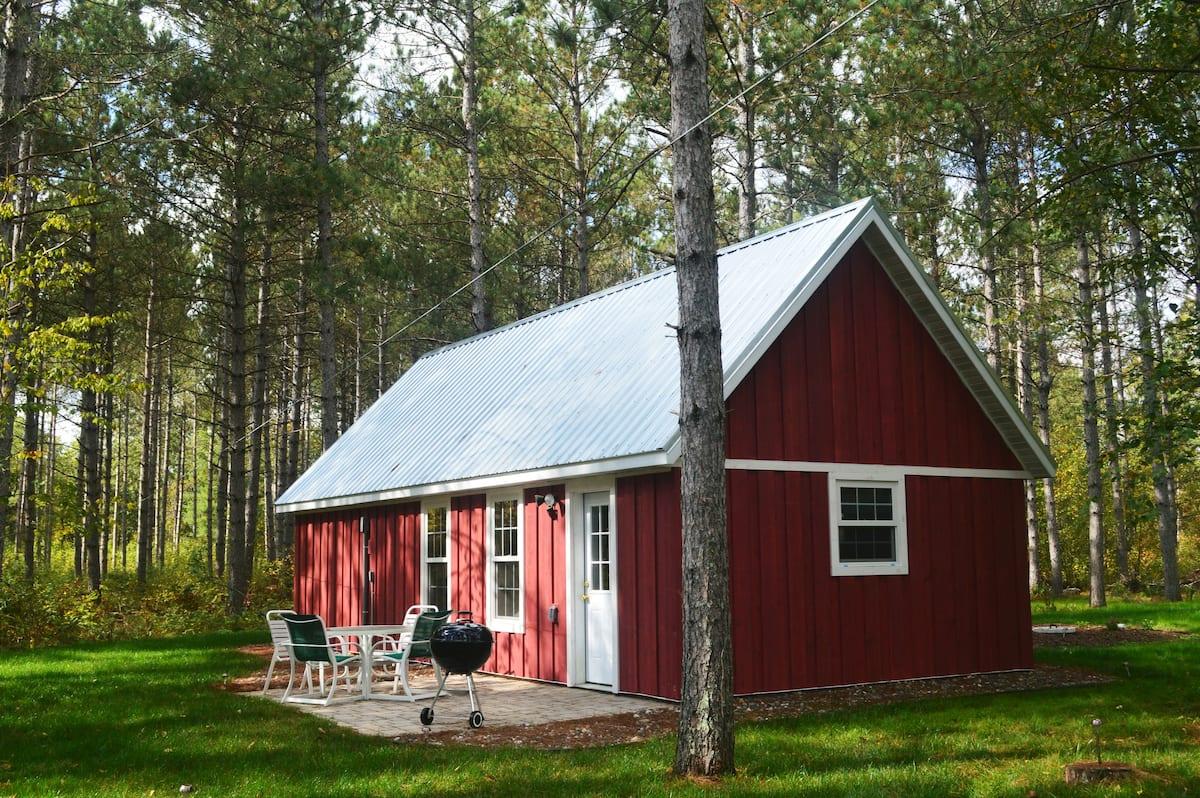 Red Cabin Minnesota Airbnb