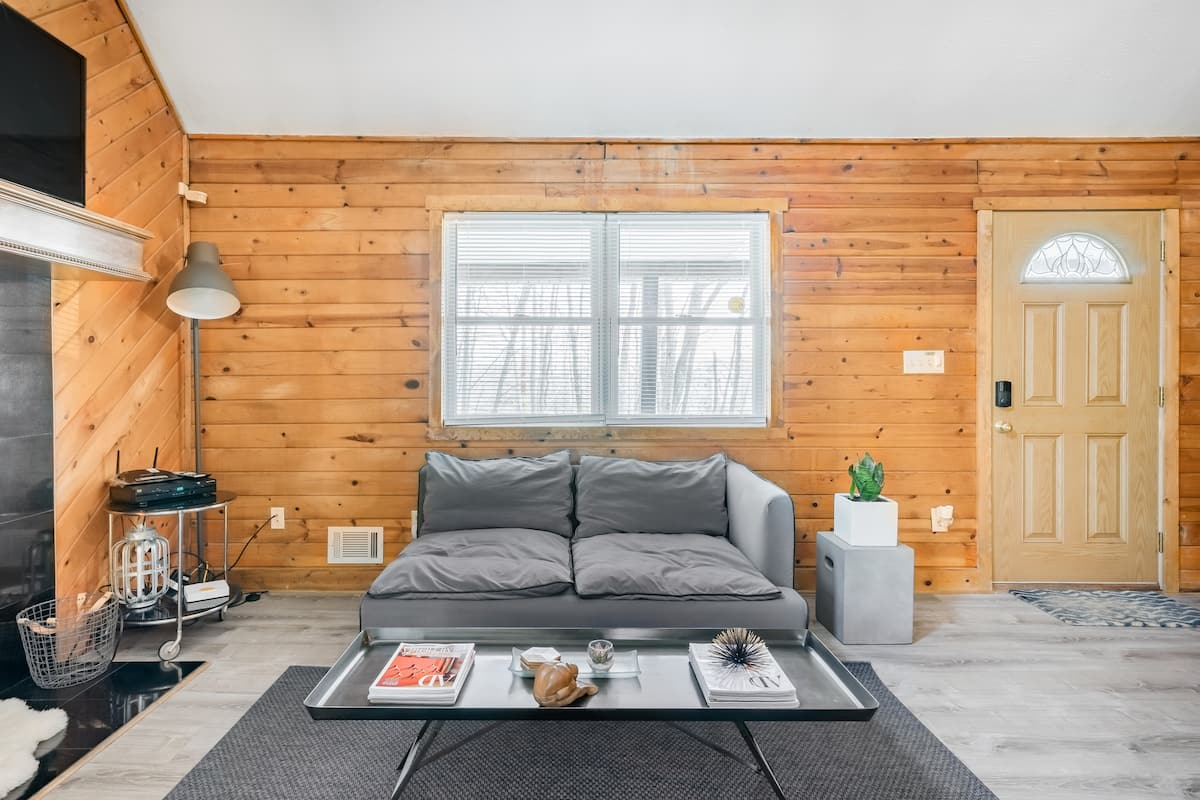 Romantic Pet Friendly Cottage Airbnb in Pennsylvania