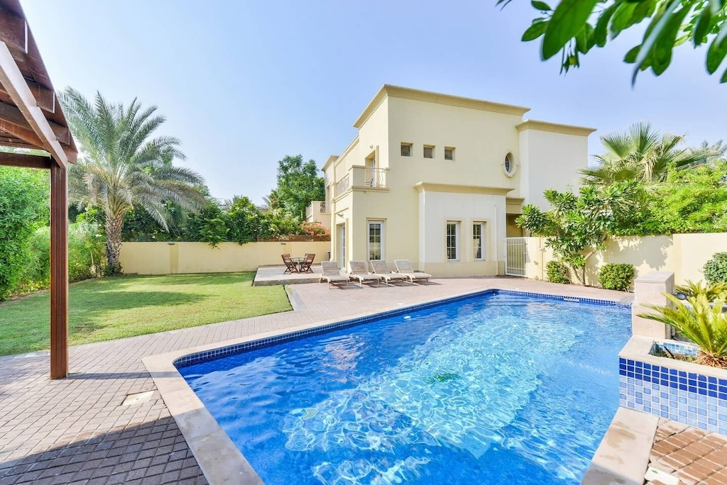 dubai luxury villa private pool lake view