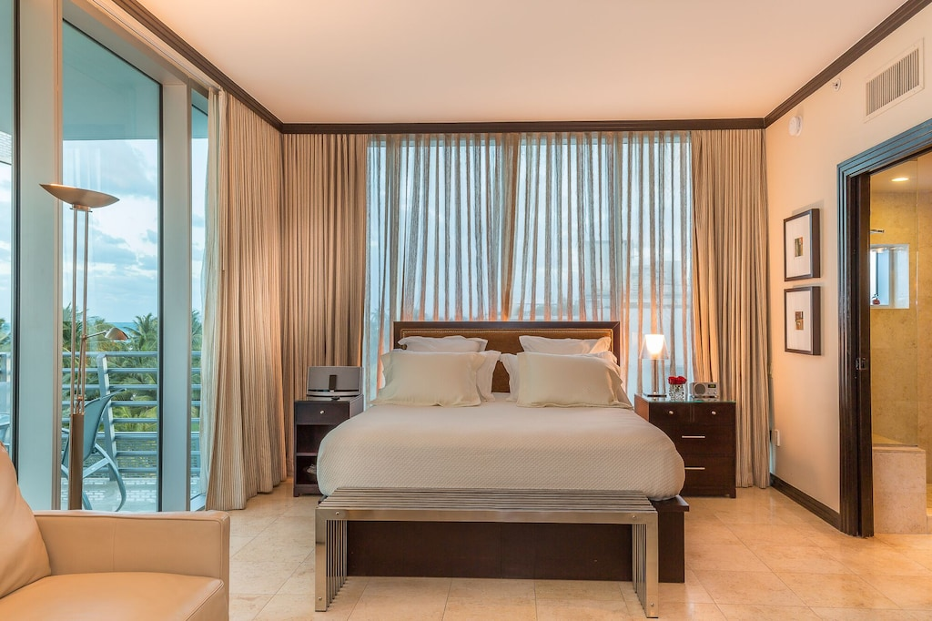 miami south beach luxury penthouse king bed