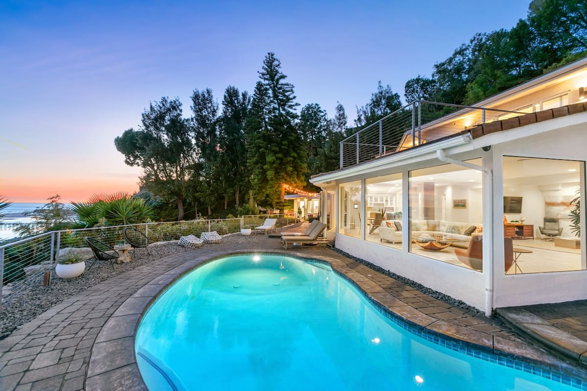 Airbnb in Malibu With Pool For Large Groups