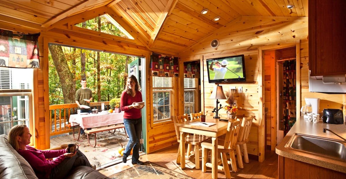 Deluxe Cabin in Historic Williamsburg, Virginia
