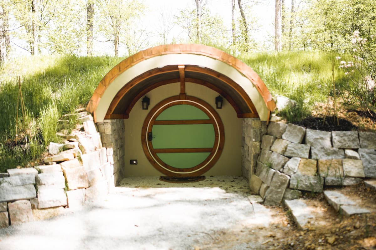 Hobbit Hole Airbnb Tennessee
