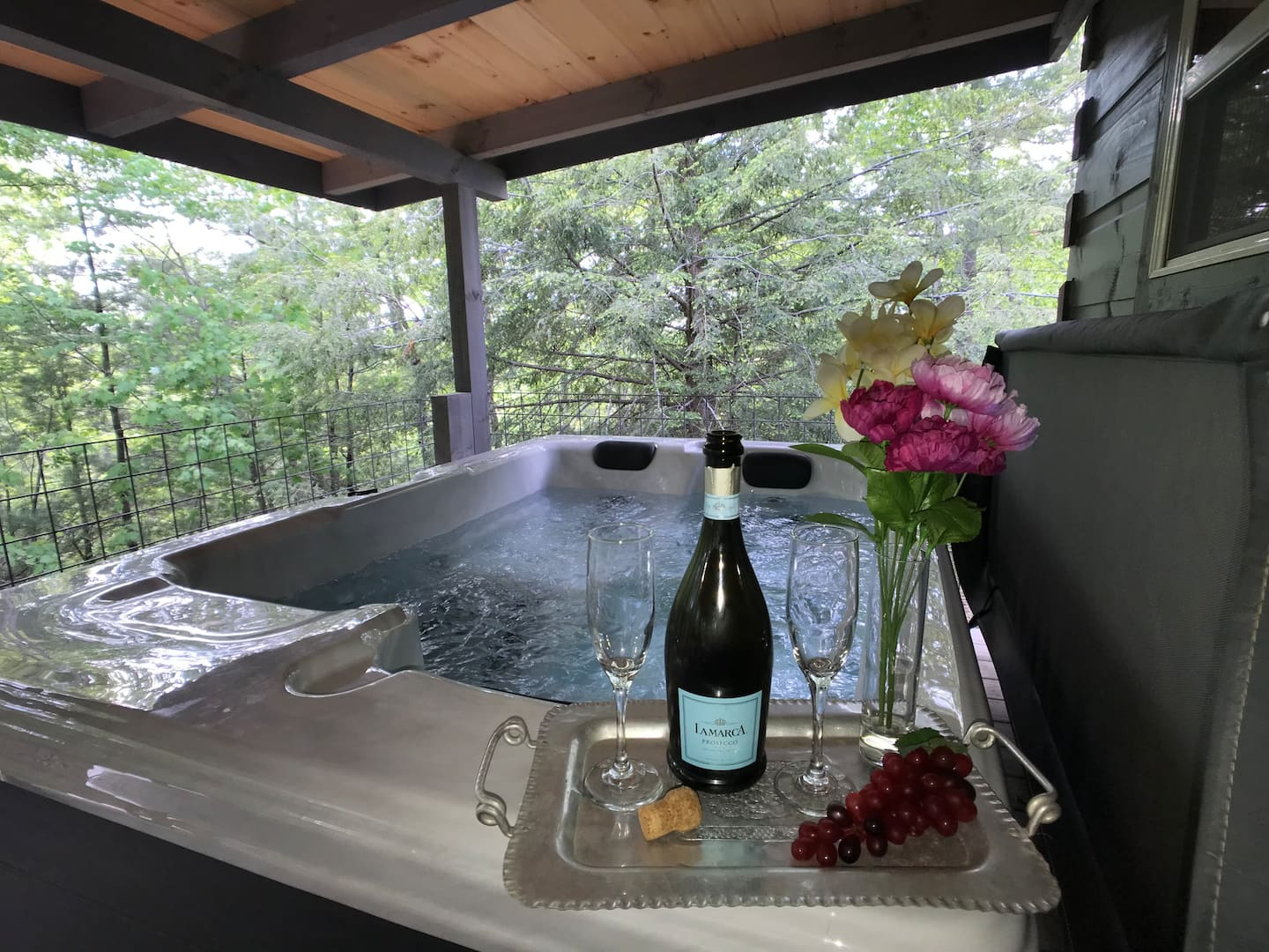 Tennessee Airbnb With Hot Tub