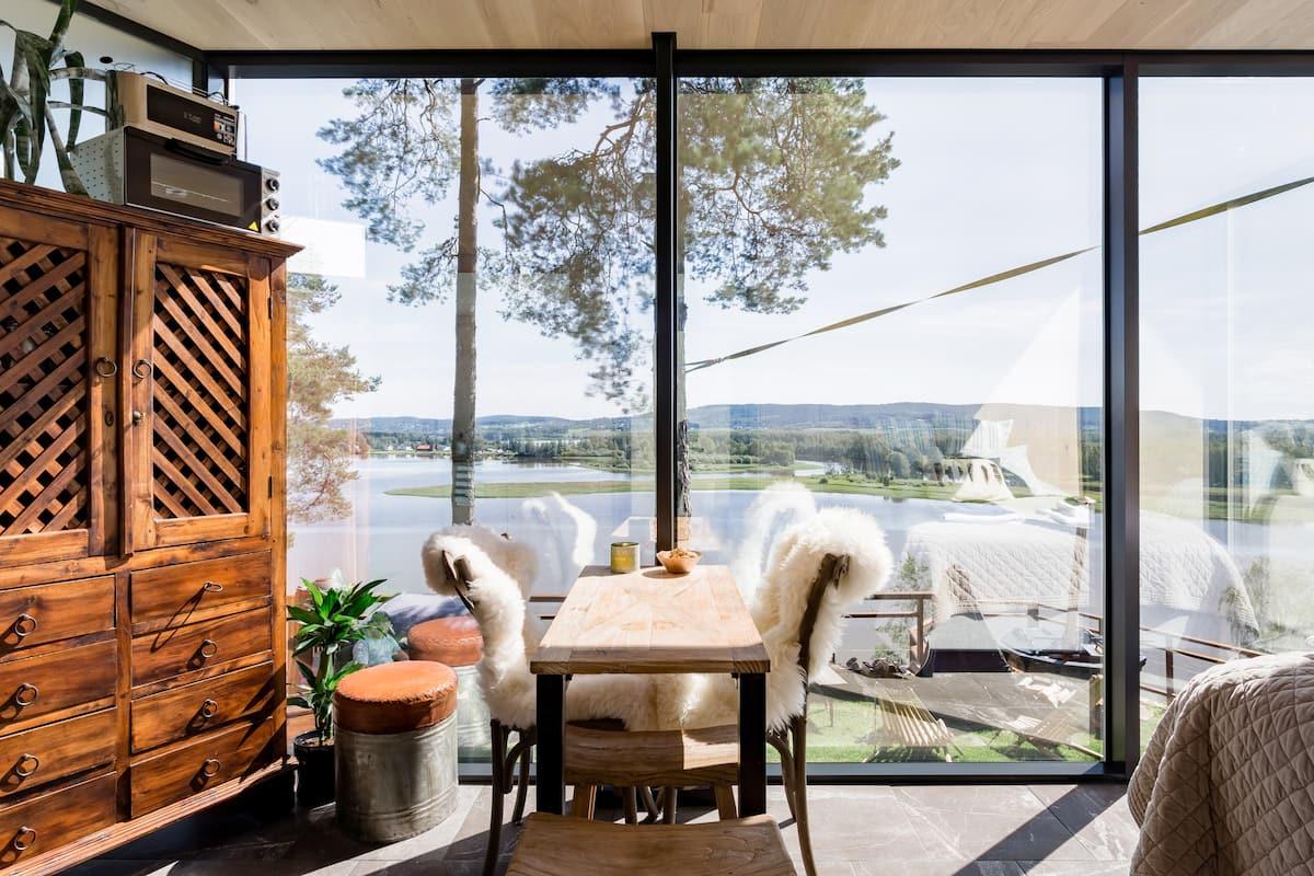 The WonderINN Mirrored Glass Cabin in Norway