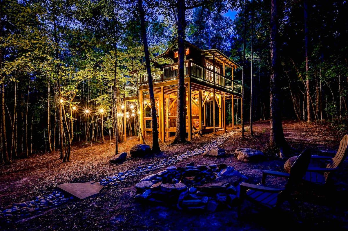 THE BELLA LUNA Romantic Mountain Treehouse