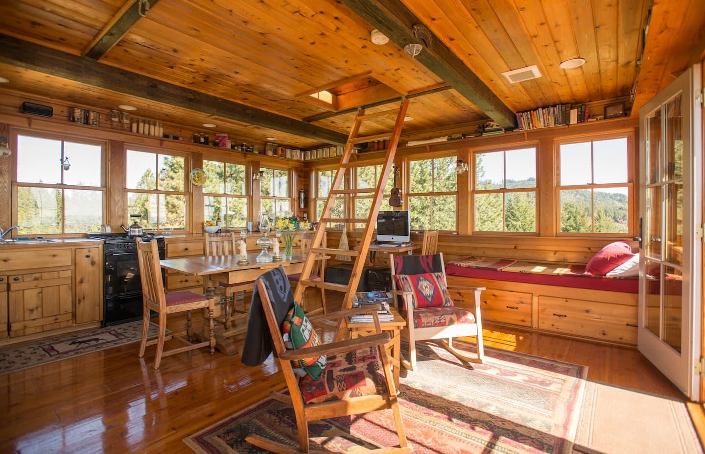 Unique Treehouse Oregon