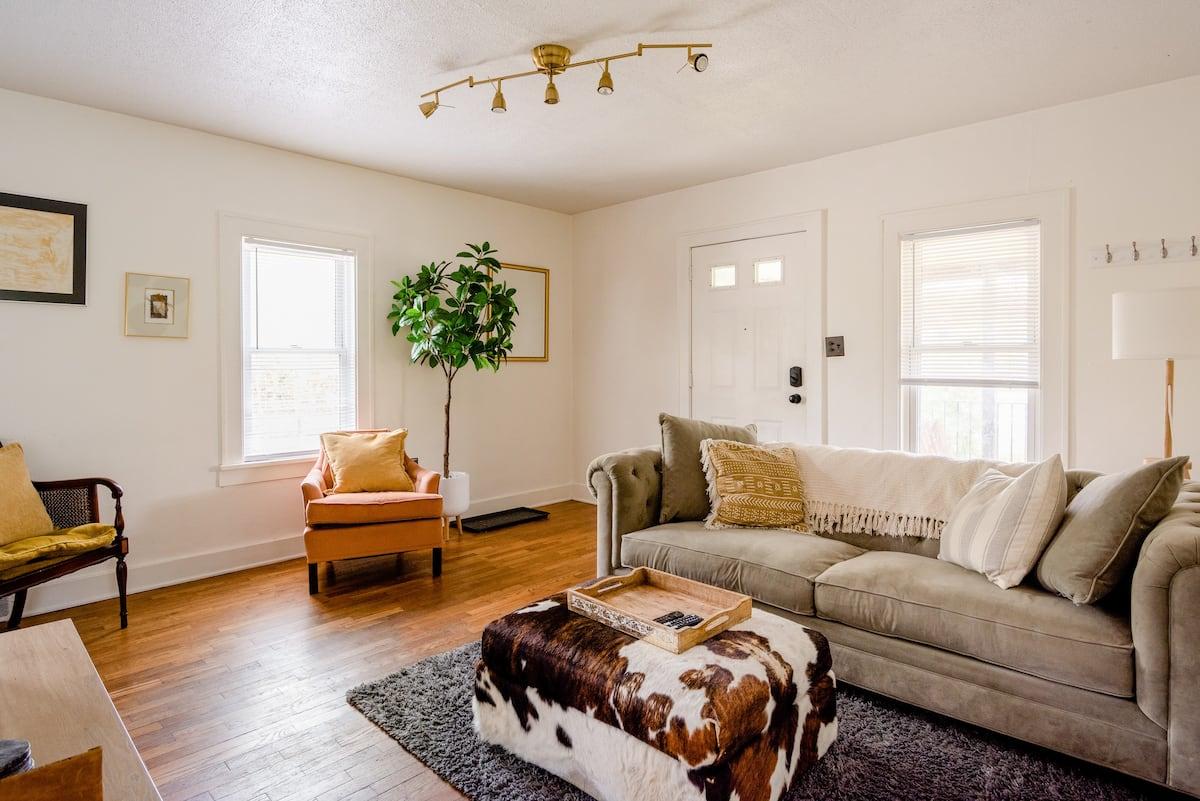 Vintage Artist's House - Airbnb Ann Arbor michigan