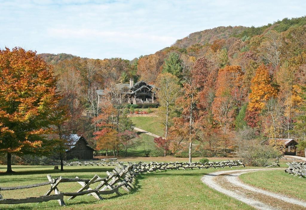Bear Paw Estate Lodge - Luxuxy Rentals in Georgia
