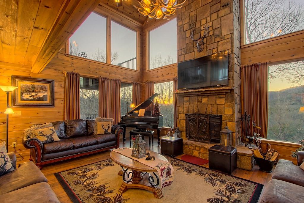 Georgia Mountain Luxury Cabin Rental with Hot Tub