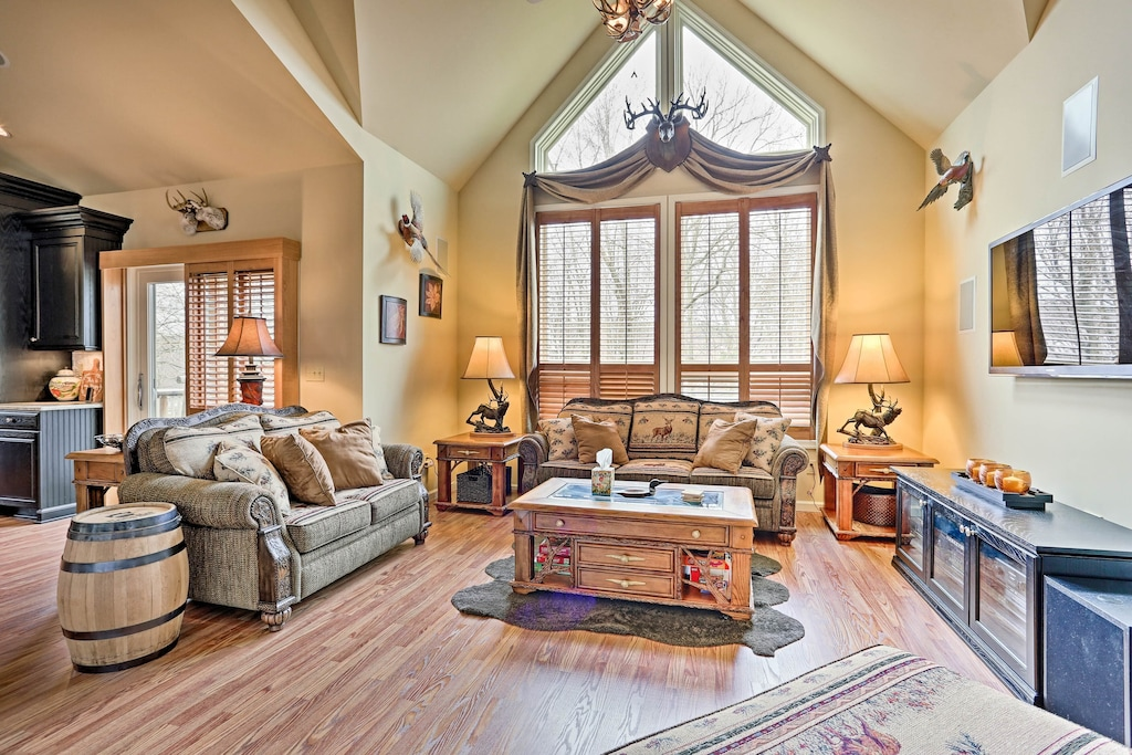 Luxury Cabin with Hot Tub in Pennsylvania