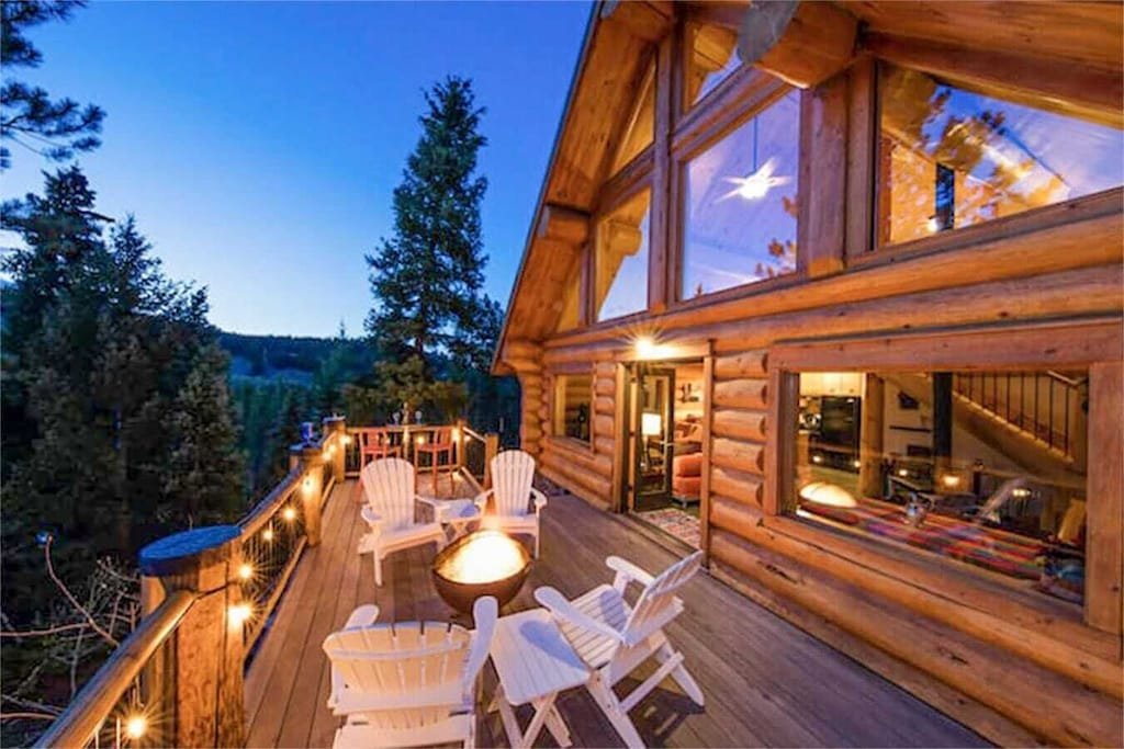 Luxury Cabins in Colorado with hot tub and fire pit