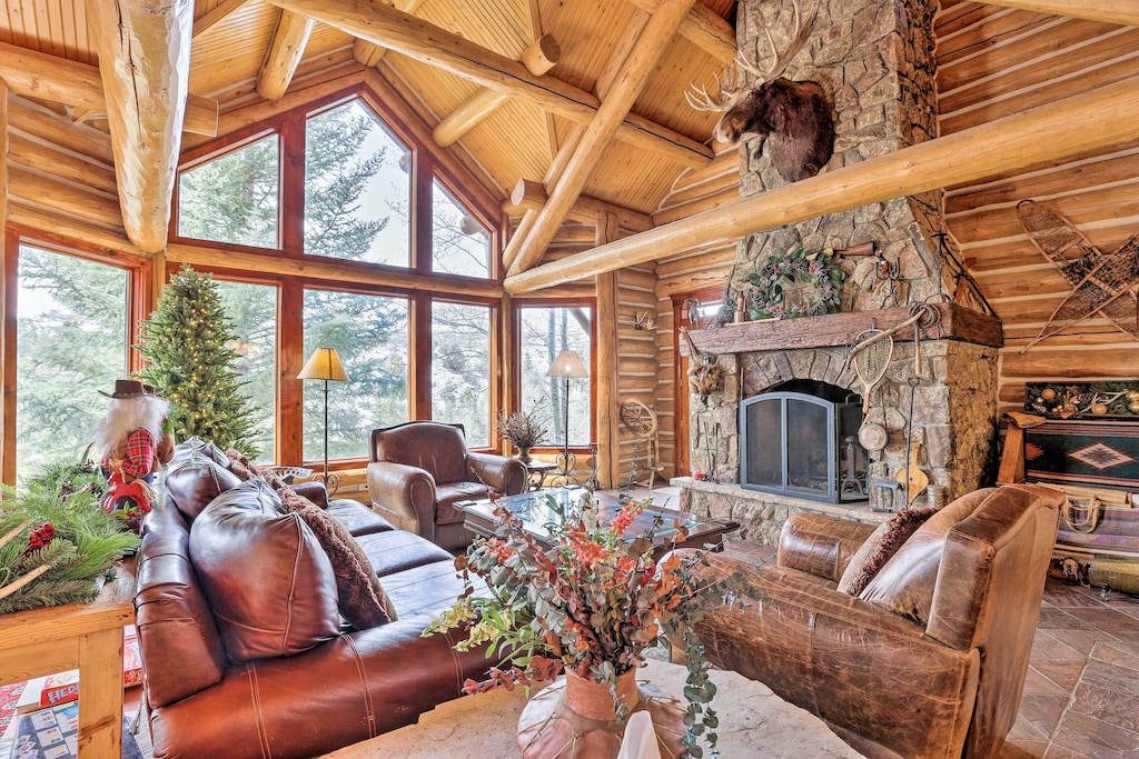 Luxury Cabins in Colorado with hot tub and sauna