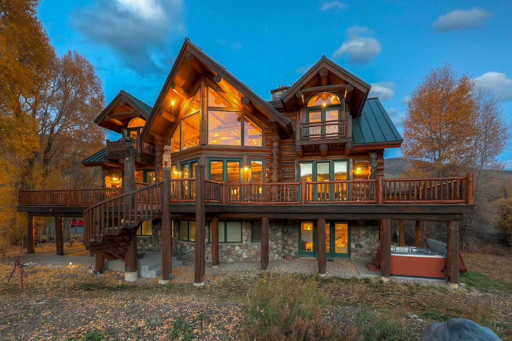 Luxury Cabins in Colorado with hot tub close to slopes and town with mountain views