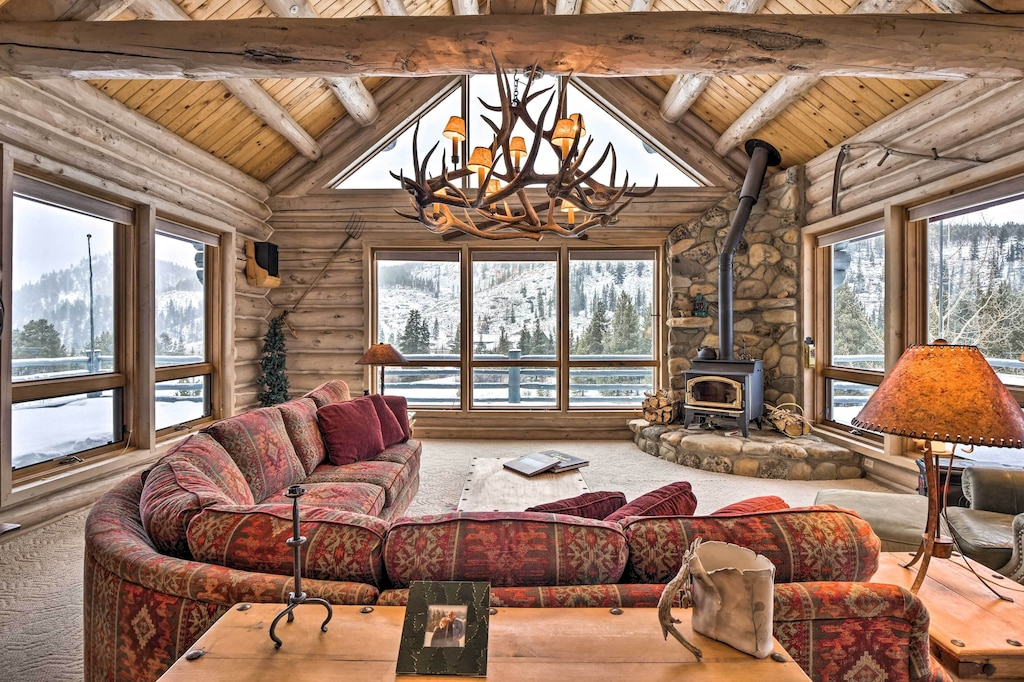 Luxury Cabins in Colorado with hot tub close to town and slopes