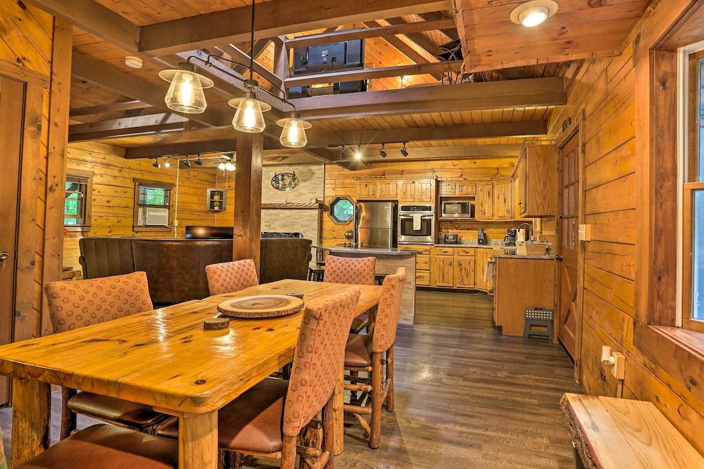 Luxury Log Cabin in Poconos