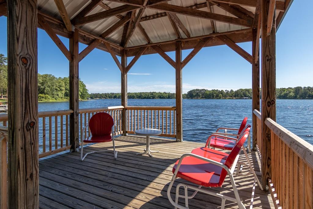 Luxury Waterfront Cabin - Hideaway at Hawkins Texas