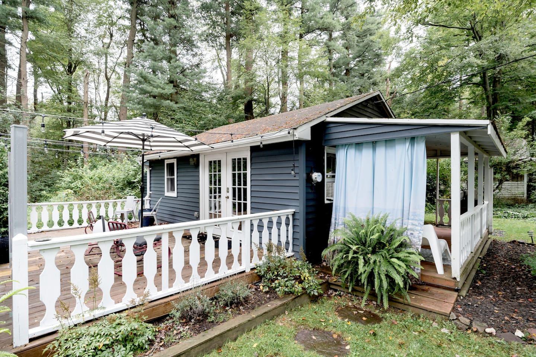Pet-Friendly Cabin Rental Urban Oasis Bungalow
