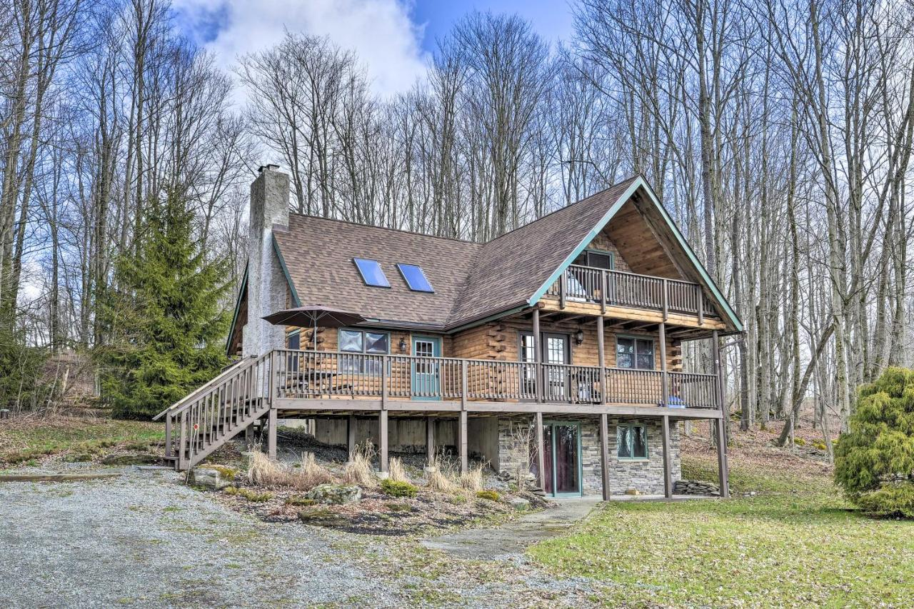 Secluded, Pet-Friendly Cabin with Deck and Fireplace! Secluded, Pet-Friendly Cabin with Deck and Fireplace!