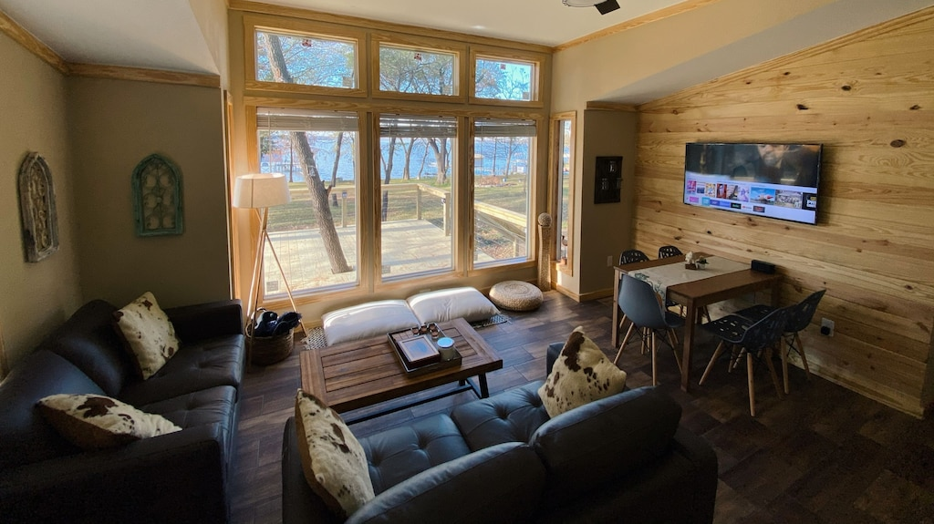 Waterfront Luxury Cabin Rental Texas
