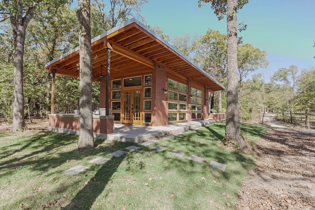 Wright House - Luxury Cabin Rental in Texas