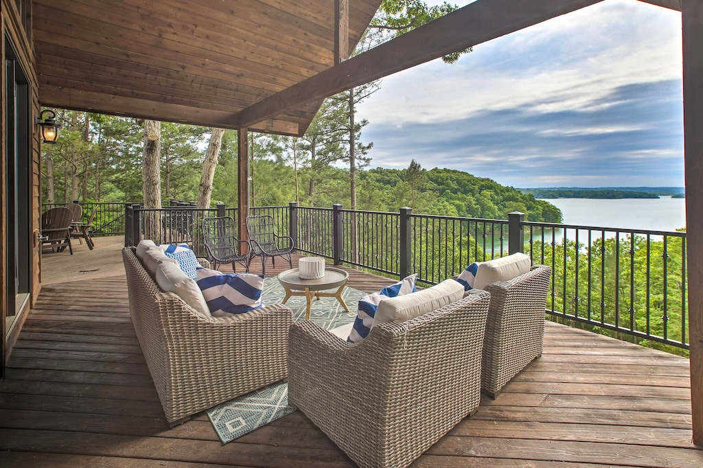 Luxury Cabins in Arkansas Beaver Lake with private beach large deck and hot tub