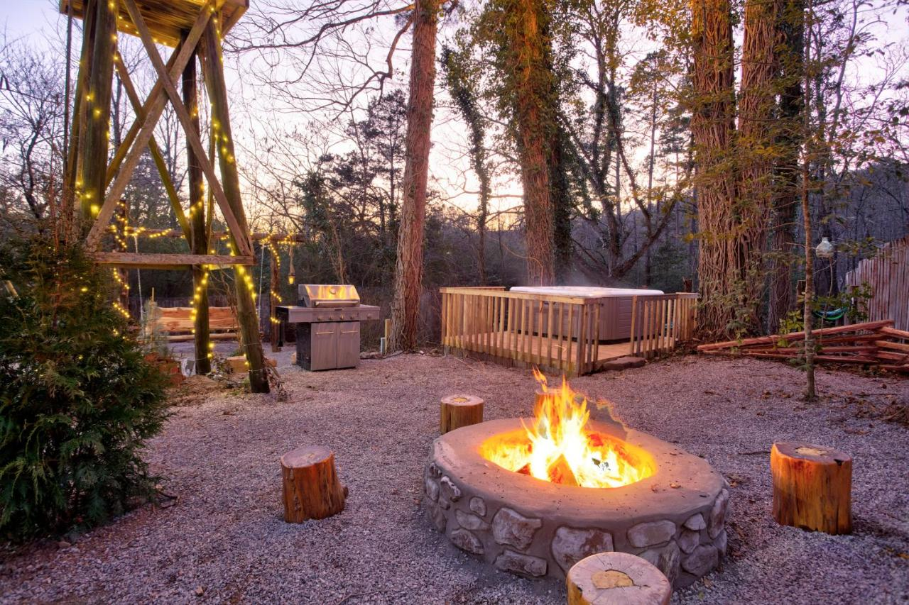 Luxury Cabins in Arkansas Hot Springs with large patio hot tub and fire pit