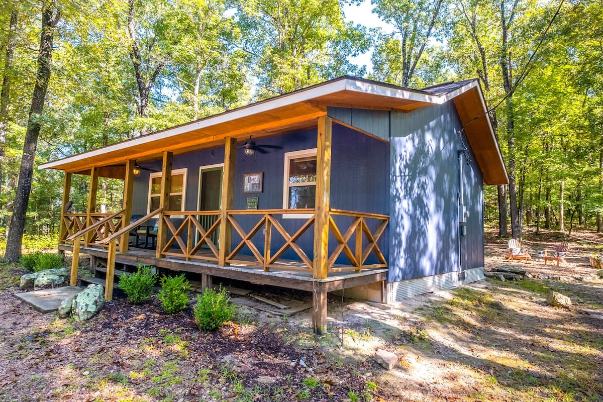 Luxury Cabins in Arkansas Ozarks pet friendly with fire pit