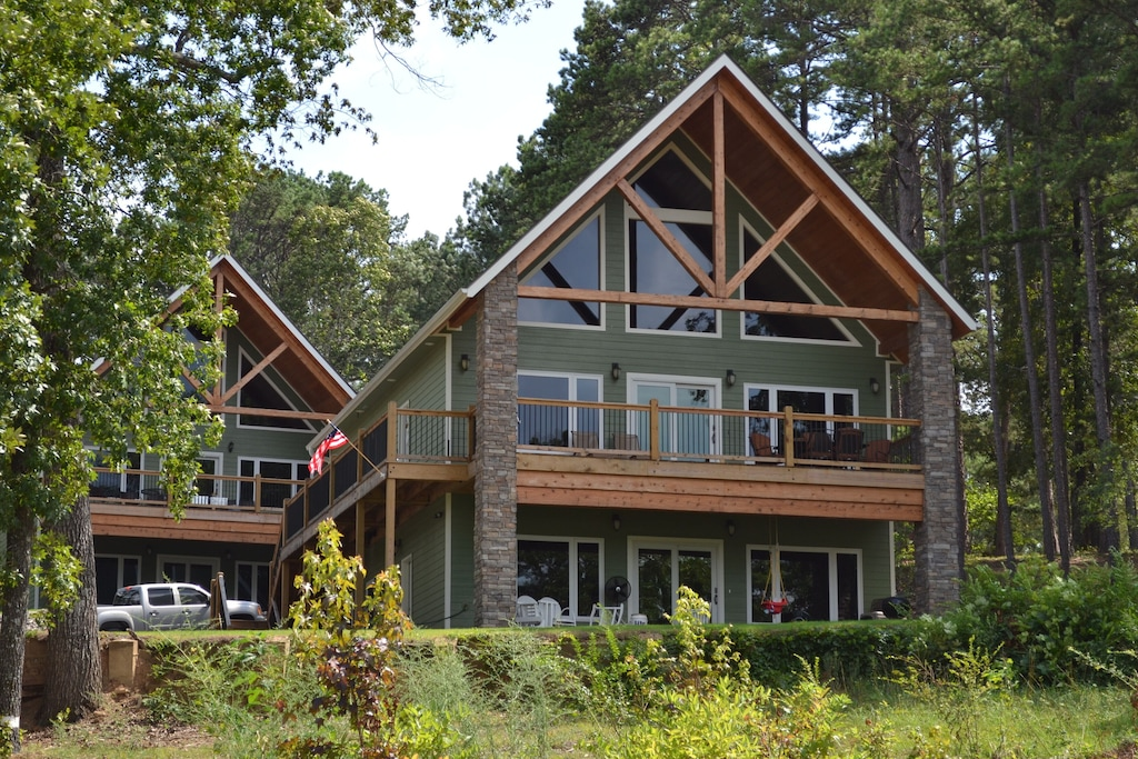 Luxury Cabins in Eureka Springs Arkansas Ozarks lakefront close to town and watersports