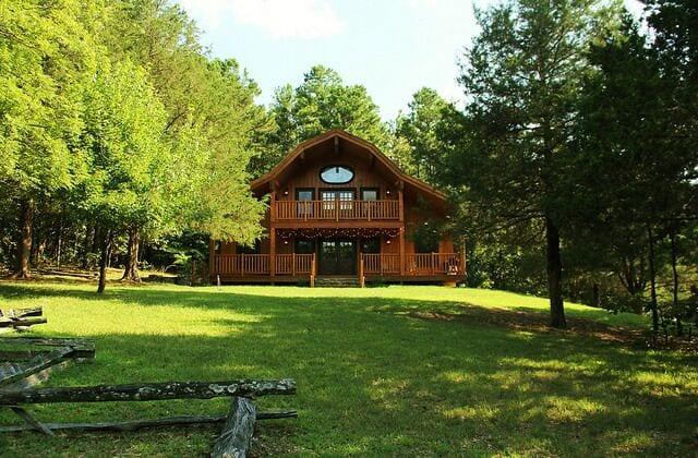 Luxury Cabins in Eureka Springs Arkansas Ozarks with indoor hot tub