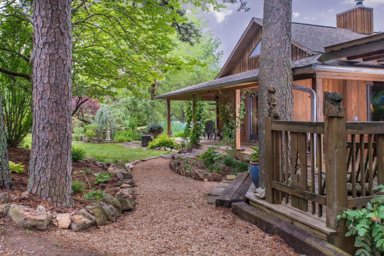 Luxury Cabins in Eureka Springs Arkansas cozy
