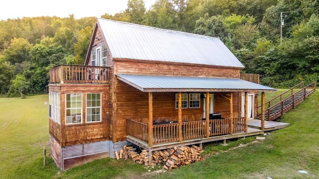 Luxury Cabins in Eureka Springs Arkansas pet friendly