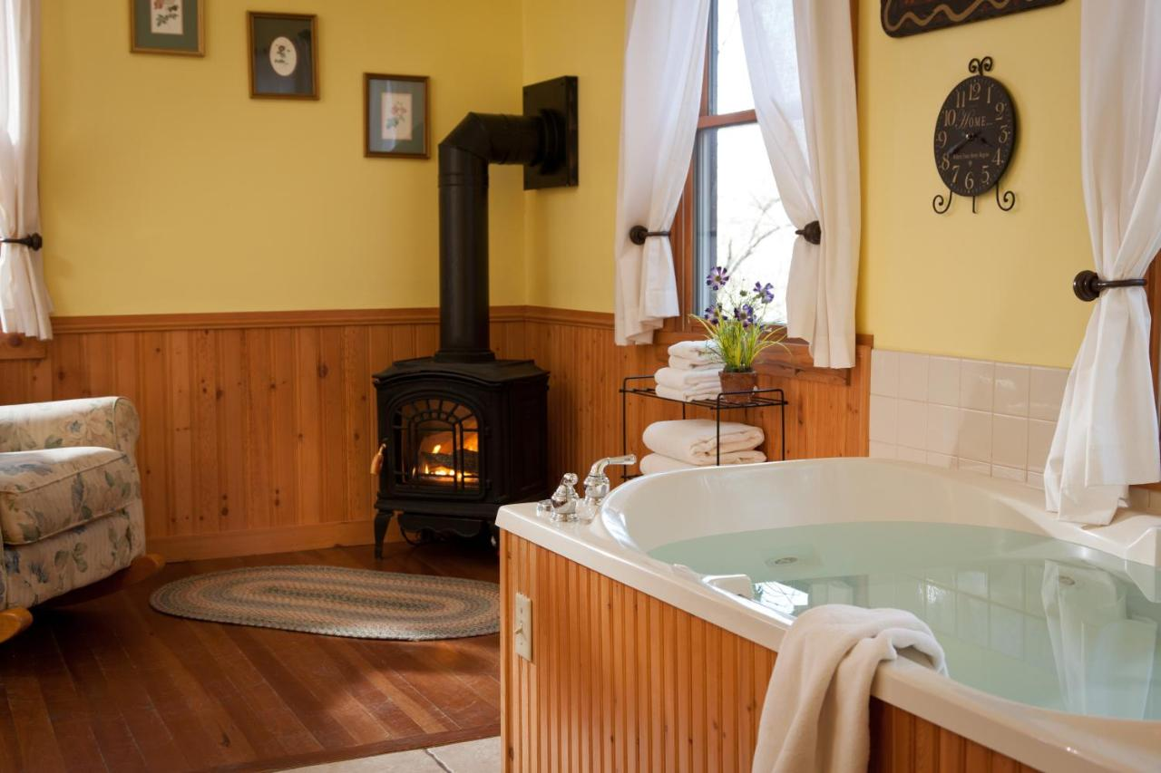 Luxury Cabins in Ohio Inn and Spa at Cedar Falls
